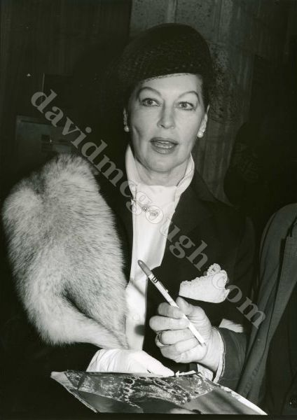 1977-Ava Gardner, Hollywood.jpg