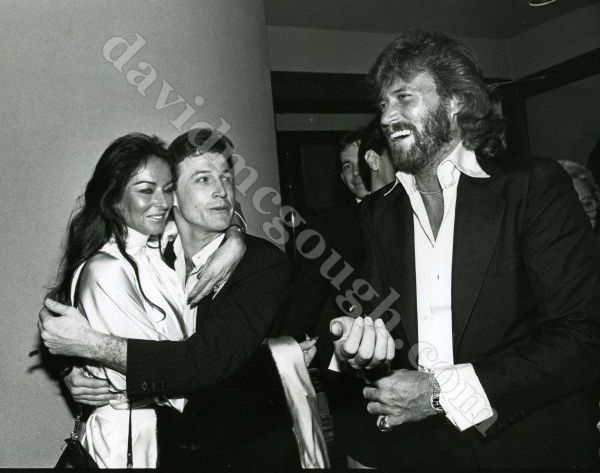 Andy Gibb, Barry Gibb, Barry__s wife 1982 Cliff.jpg