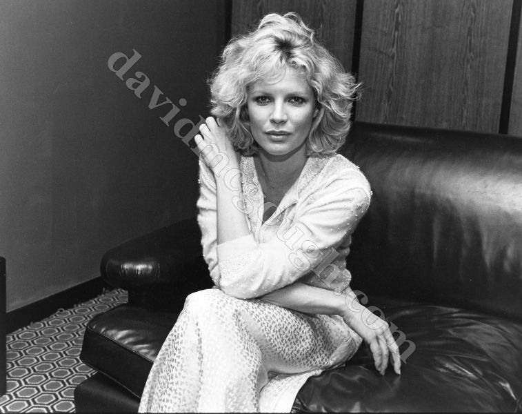 Kim Bassinger  1984 NYC.jpg