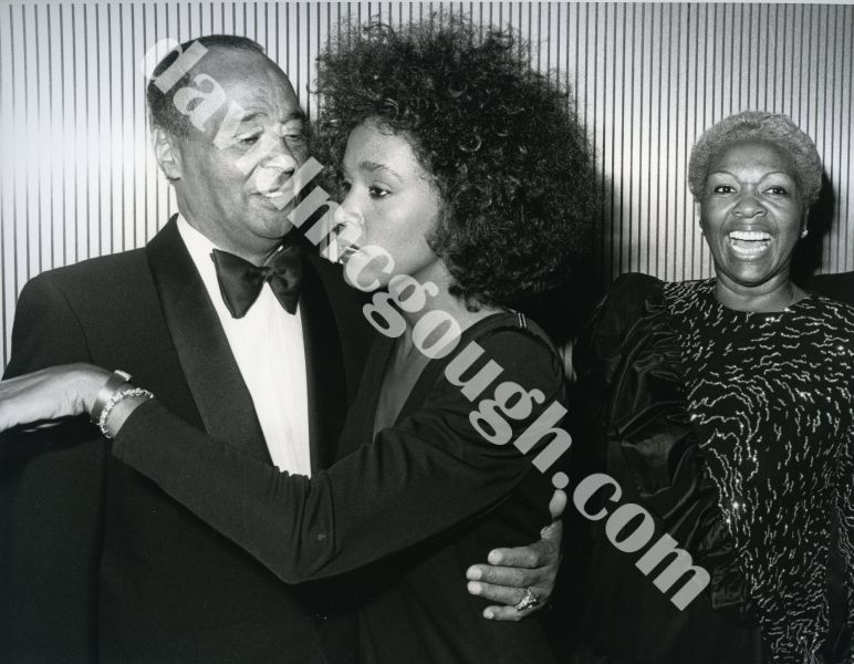 Whitney Houston with her parents , 1987 NY 2.jpg