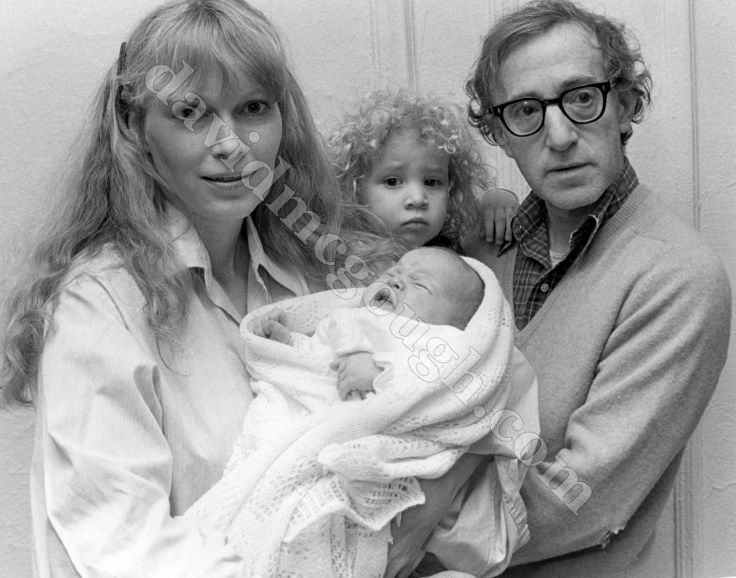 Woody Allen, Mia Farrow, and their children - 1988, NYC.jpg