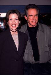 Anette Bening and Warren Beatty 1998, LA.jpg