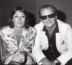 Anjelica Huston and Jack Nicholson 1985, LA.jpg