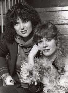 Ann and Nancy Wilson, Heart 1982, NY cliff.jpg