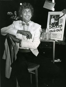 Barry Manilow 1983 NYC.jpg