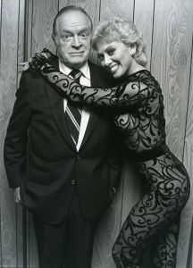 Bob Hope with Wanda Richert 1983, NY.jpg