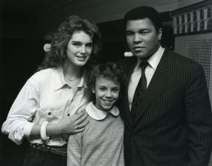 Brooke Shields with Muhammad Ali and daughter 1984.jpg