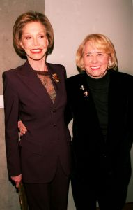 Mary Tyler Moore, Liz Smith 1999.jpg