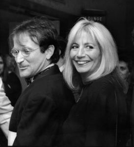 Robin Williams and Penny Marshall 1990.jpg