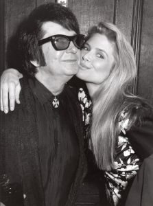 Roy Orbison and Christie Brinkley 1988, NY.1.jpg