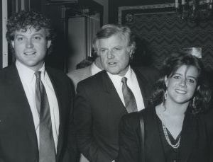Ted Kennedy with children Kara and Ted Jr. 1988, NY.jpg