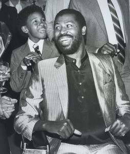 Teddy Pendergrass and son, Ted Jr. 1984, NY cliff.jpg