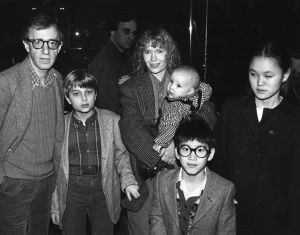 Woody Allen, Mia Farrow and family 1986  NYC.jpg